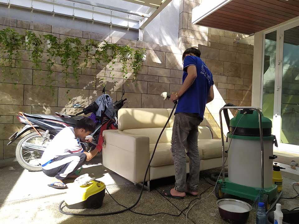 Dịch vụ giặt ghế sofa tại nhà uy tín Đà Nẵng