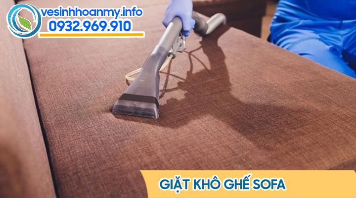Làm sạch ghế sofa vải