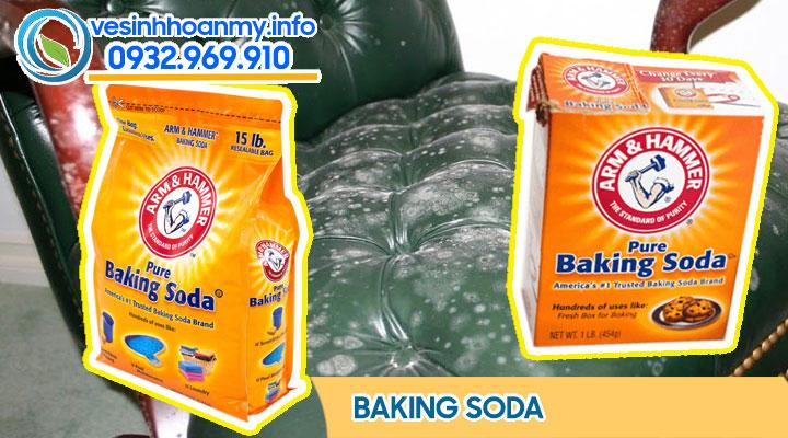 Dùng baking soda để tẩy các điểm bẩn trong quá trình bảo dưỡng ghế sofa da