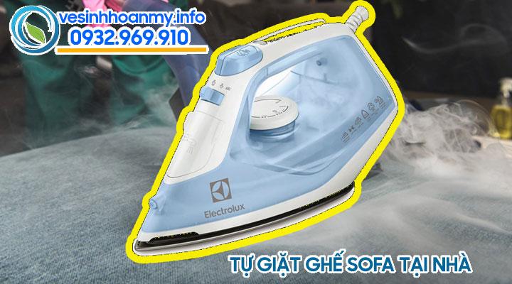 Tự giặt ghế sofa tại nhà bằng bàn ủi hơi nước